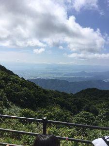 「ある日どこかで」について語りませんか? 伊吹山  滋賀県の米原の東にある山です。 1300mくらい。 ブロちゃん持参しましたが、 頂上付近は