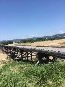 「ある日どこかで」について語りませんか? 時代劇の橋  京都は八幡の近くにある有名な橋。 通称流れ橋。 橋を支えている部分、橋脚っていうんです