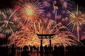 2438 - (株)アスカネット 今日は宮島の花火大会でした ここも打ち上がるかな