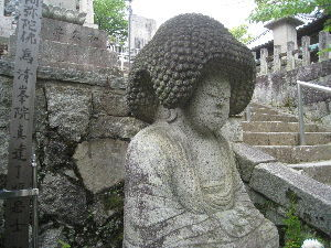 30才未満書き込み禁止! ムンクのお菓子ですか(笑)  GWは京都、奈良と博物館巡りです。 京都では東山で国宝の山門を観てきま