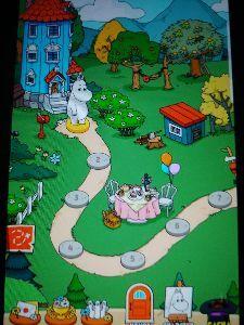 8789 - フィンテック グローバル(株) ムーミンとムーミン谷の仲間たちが登場する2角取りパズルゲームになっており、不思議な植物を探して世界中