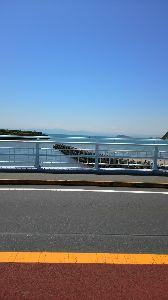 60歳からの青春 ♪ 逗子海岸から 江の島 その先に 富士山が  見えたはずが 写真には 写らず  ふく