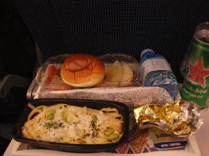 OLYMPUS OM SERIES (いつもの風景)機内食 早くも苦手な チ-ズ系食事が !alto****