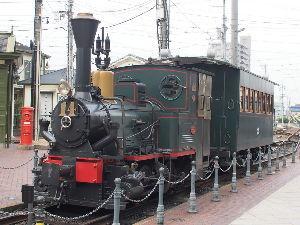 OLYMPUS OM SERIES (いつもの風景)ぼっちゃん機関車 市内電車を何回か乗り換えて。。 わが京都も昔 市内電車が走行してい