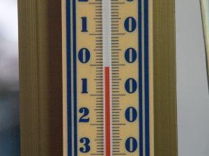 OLYMPUS OM SERIES (いつもの風景) 今の時間(AM7:00)の我家外気温測定温度計 もう30年以前?に購入の普通のアル