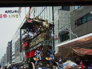 OLYMPUS OM SERIES (いつもの風景)祇園祭ですが !熱中症が怖い!! 今 風通しの良い1階室内の温度計は33℃ なので