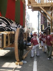 OLYMPUS OM SERIES (いつもの風景)曳き初めに備えて。 祇園祭 後の祭 殿をいく 大船鉾の 曳き初めは本日 15時頃から