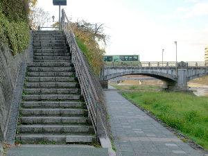 OLYMPUS OM SERIES (いつもの風景) 吉報 !! 我が地元の鴨川に架橋されている七条大橋が 国有形文化財に選ばれました。
