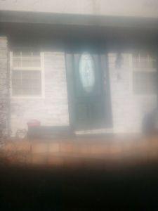 コメント書いてほしい&メル友募集 それではせっかくなのでコメントというか早速なんですけど、ドアだけが斜めに傾いた造りのこのドアはどう思