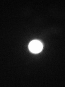 明日天気になぁ~れ とりあえず、今夜の月をアップしてみた (^O^)/