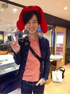 演歌歌手「山内惠介」さんを一押し!!しましょう 可愛いい惠ちゃん  NHKらじる君グッズを  頭に  らじる君も可愛いい。🤗💘🤗  惠介さんも  チ