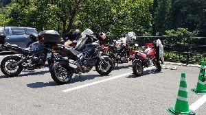今日は何を話そうかな 八ヶ岳方面はバイクで走るのには景色はいいし涼しくて、 ホントにいいツーリングコースですからね  昨日