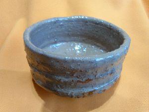 「陶芸教室何でも相談室」パートⅡ 明けましておめでとうございます。少し遅くなりましたがー(笑)  昨年頂いた粘土の原石やっと抹茶茶碗に