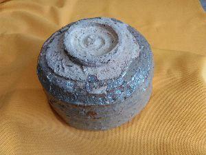 「陶芸教室何でも相談室」パートⅡ 高台際はこんな感じ、薪の窯だったら最も良いかもね?  色はうすいクリーム色で石粒を巻き込んでやや流れ