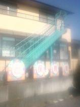 民家の庭の中にあかるさまに信号機用の押しボタンがある 栃木県上三川町 ダイレクトな位置に滑り台がある 宇都宮市 ベランダ側に
