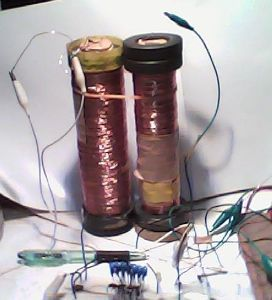 フリーエネルギーの発見 試しに、トイカメラを買ったので、 それを用いて、 試しに、僕の装置を写してみた。  写りはよくないが