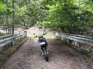 ■ライダー連絡所in栃木■ もんちきさん オハヨーございます!  先週、別の林道に行って来ました。 かなり荒れ荒れガレガレの廃道