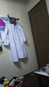 微笑み笑いの部屋 ハイハイ   こんばん未開封~~♪   ハロウィーンで着る予定の未開封だった白衣が明日のオレッチが参