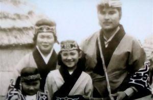 福島県少年、少女のなぜだろう?なぜかしら? アイヌの女の子は、なぜ白人の女の子のように可愛いのですか?お父さんもイケメンですよね。