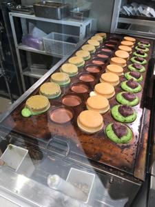 9142 - 九州旅客鉄道(株) JR宮崎駅に初出店した抹茶店の大判焼き。  抹茶は京都の良質なのを使ってるみたいです。 ふんわりして