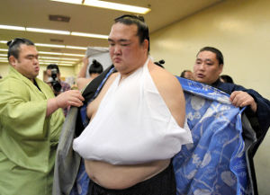 【50代からのしりとり】 【しっかりと務めを果たす新横綱】・・・な  大相撲は、今日で千秋楽です。