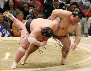 【50代からのしりとり】 【泣きました。稀勢の里】・・・と、ど  夕べは、どうなることかとハラハラしながら大相撲を 見ていまし