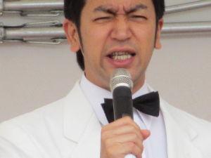 ・★・【幸せ日記】をはじめませんか・★・ 午前中、秋田矯正展でムーディ勝山がステージで右から左を熱唱!!  6年前を思い出しました。 今日のイ