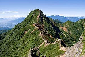 奥多摩で初心者ハイキング仲間探してます。 来年の夏は写真の山荘か。。。。 この稜線をあるいてみたいなぁ。。
