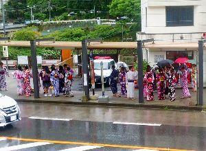 箱根の質問何でも下さい。 昨日は箱根 久しぶりに強い雨が降ったりやんだりでした。 今年の梅雨は雨が少なく 早川は芦ノ湖の水門が