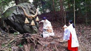 箱根の質問何でも下さい。 昨日の予報では夜間箱根で雪の予報でしたが 乙女峠 箱根峠 何とか積雪にならずに 家業的には安堵の夜で