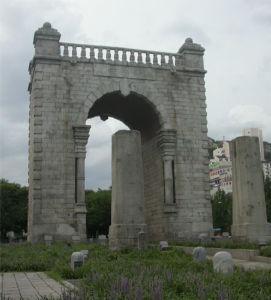 再び 放射性廃棄物最終処分問題について 歴史から葬り去られた門があります。              その門を、朴クネ大統領は民族のために再