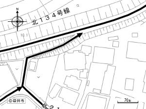 袋井市諸井問題 袋井市諸井、原野谷川堤防道、北134号線、諸井橋より東、250mの所の下り道が非常に狭いので拡幅を袋