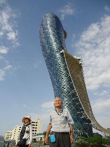 心のキャンバス 新潟は今日も快晴です。  中東・アラブ連邦共和国・アブダビの高層ビルです。  イタリア・「ピサの斜塔