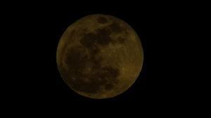 信州自然談話室 我が家からは 月の出から暫くしないと 月が姿を現しません。  2日 18:08分の月を撮りました、6