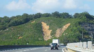 信州自然談話室 台風21号 お気を付け下さい。  昨日 高速道路(山陽道)を西へ走ったのですが 7月の豪雨災害の爪痕