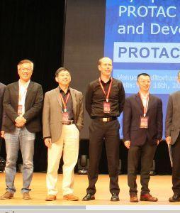 2160 ‐(株)ジーエヌアイグループ LUO Ying博士 の右から順に、  ・ノースカロライナ大学のXiong Yue教授 ・Mic