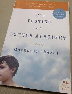AMZN - アマゾン・ドット・コム アマゾンのベゾスCEOの元妻のマッケンジーさんが先日話題になったので、全米図書賞を獲得した彼女の作品