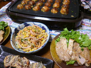 ももの家の晩御飯(´∀`) 28日メニュー  たこ焼き 春雨サラダ ポークソテー アジのみりんぼし