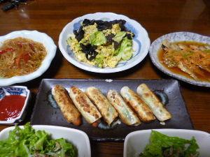 ももの家の晩御飯(´∀`) 8日メニュー  ウインナーのしそチーズ巻き チャプチェ きくらげキャベツ卵いため アジ南蛮漬け サラ