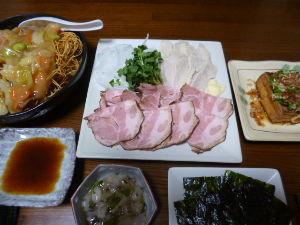 ももの家の晩御飯(´∀`) 10日メニュー  ローストポーク 厚揚げのおくらソース たこわさび 固焼きそば 韓国のり