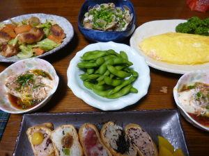 ももの家の晩御飯(´∀`) 17日メニュー  いなりずし 枝豆 オムレツ 鶏肉とキャベツの塩炒め 冷奴 アサリと春雨のワイン蒸し