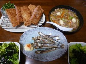 ももの家の晩御飯(´∀`) 26日メニュー  ハムカツ サラダ ししゃものバター焼き 八宝菜