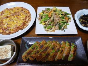 ももの家の晩御飯(´∀`) 24日メニュー  ピザ 冷奴 小松菜豚肉炒め ひじき 枝豆入りさつま揚げ