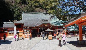 心の癒し・・神社・仏閣巡り fukusenさん・皆さん・・おはようございます。  熊野那智大社 石段を登る参道沿いには、土産物店