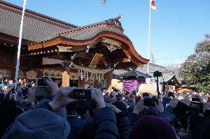 還暦になりました。 冬さん こんばんは 小牧の田縣神社行ってきました これは宮入りの風景です  冬さんも組長さんなんです