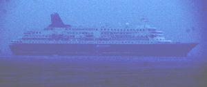 還暦になりました。 津沖の伊勢湾上の客船にっぽん丸です 雨のために綺麗に撮れませんでした