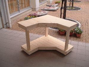 夏休み限定親子木工教室 コーなラックではなくてコーナーテーブルです。形が変則的なので どうやって作ろうかと色々悩みましたが何