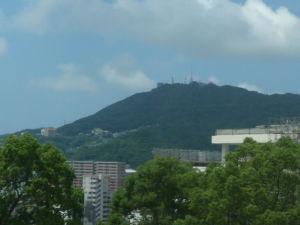 長崎が好き・・・ 約10ヶ月振りに戻ってきました。坂道の家々や稲佐山が優しく迎えてくれました。しばらくこの景色を楽しめ