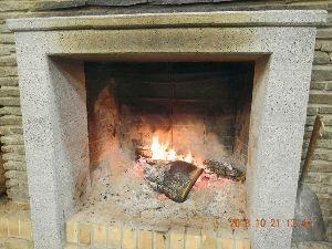気楽に おいで 三日坊主です。  出発地の管理棟は標高840m。 平地よりかなり冷えるようです。 暖炉には火を欠かせ