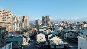 気楽に おいで みなさんお疲れ様〜 主人 イチゴで富山県市場 雪❄️は無い。 明日 気楽に帰れるそうです。 お土産